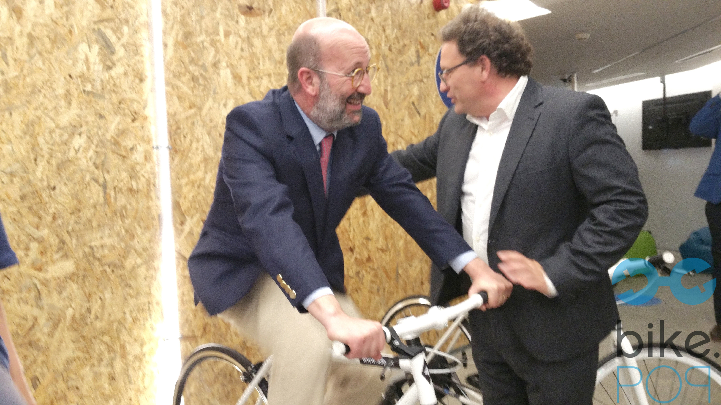 Ministro experimenta a Energia a Pedal Bike.POP